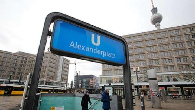 لاجئة عراقية تعيد لمسنة ألمانية 14 ألف يورو فقدتها في مترو برلين