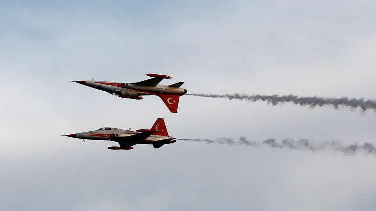 شهود: سلاح الجو التركي يشن غارة على مواقع قرب أربيل في كردستان العراق