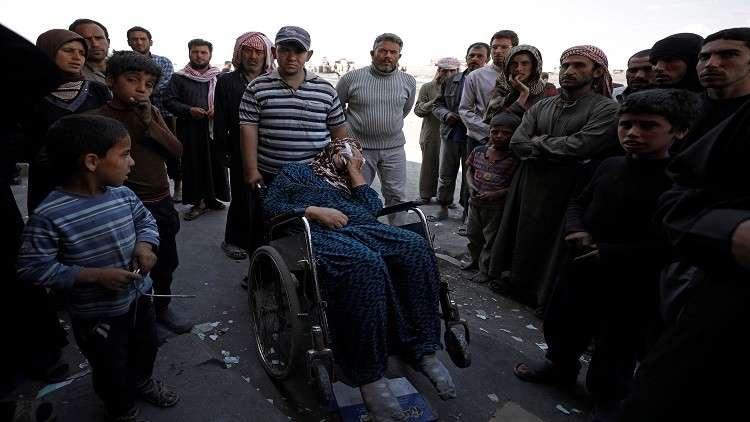 مدنيون يغادرون جيبا يسيطر عليه داعش بشرق سوريا