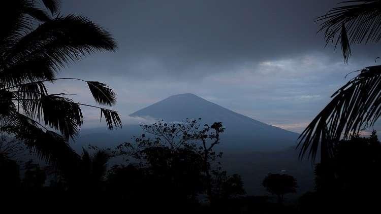 عشرات الآلاف يفرون خوفا من بركان بالي