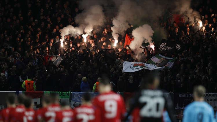 اعتقال مشجعين هولنديين بعد إثارة الفوضى في نابولي