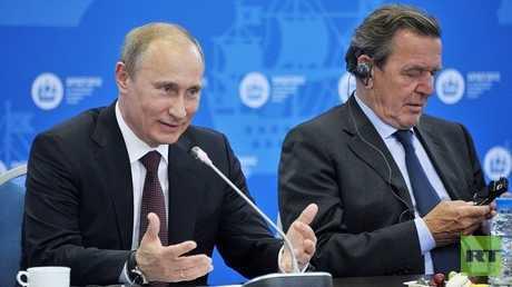 بوتين ومستشار ألمانيا السابق شرودر