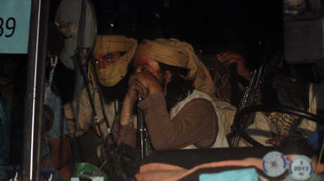 "إحدى حافلات نقل مسلحي ""داعش"" وعوائلهم"