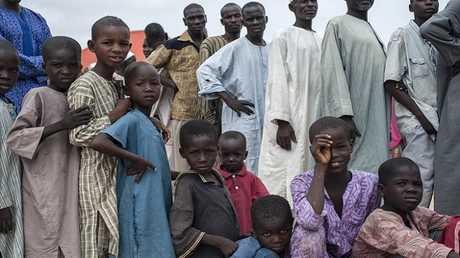 نازحون في أحد المخيمات قرب مايدوغوري في شمال شرق نيجيريا (صورة أرشيفية)