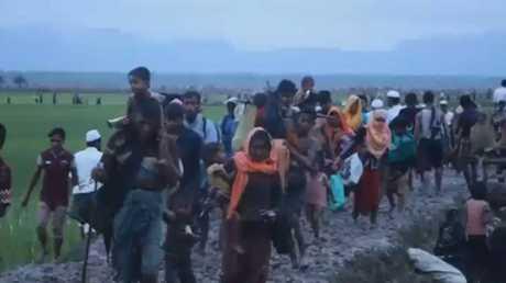 70 ألفا من الروهينغا ينزحون إلى بنغلادش