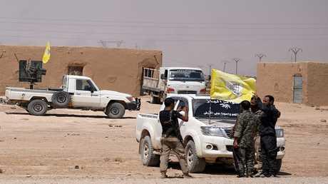 """قوات تابعة لمجلس دير الزور العسكري الذي يحارب تحت قيادة """"قسد"""" - سوريا 25 أغسطس 2017"""