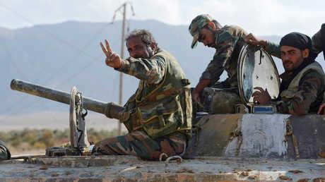 عسكريون سوريون شاركوا في فك حصار مدينة دير الزور