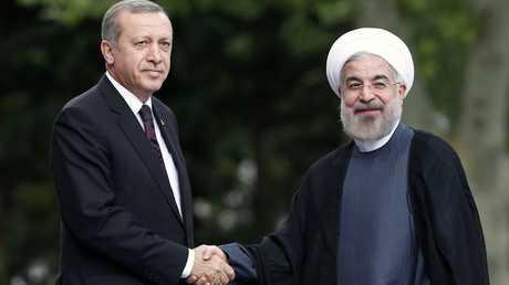 الرئيس التركي، رجب طيب أردوغان ونظيره الإيراني، حسن روحاني