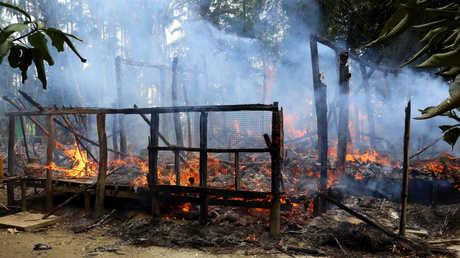 حريق في منزل بريف مدينة ماونغداو شمال ولية راخين في ميانمار