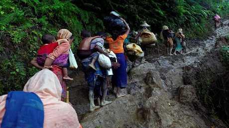 فرار مدنيين من ميانمار إلى بنغلادش