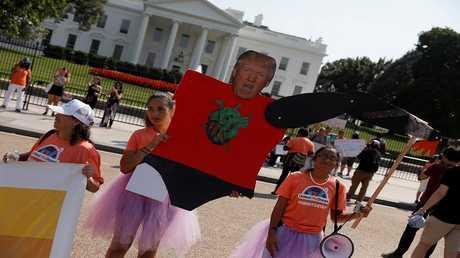 احتجاجات خارج البيت الأبيض ضد خطة ترامب إلغاء برنامج DACA المتعلق بالمهاجرين