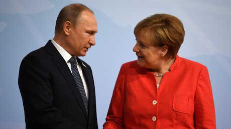 """بوتين وميركل خلال قمة """"G20"""" في هامبورغ"""