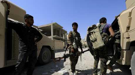أفراد ينتمون إلى قوات سوريا الديموقراطية  الحليفة لواشنطن