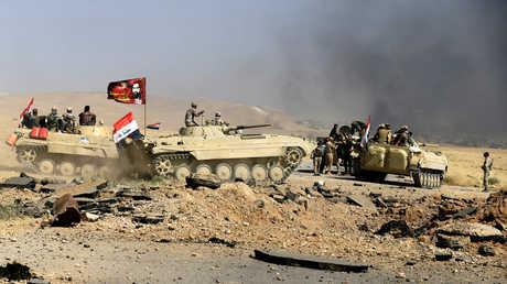 أفراد من الحشد الشعبي والجيش العراقي أثناء المعارك ضد تنظيم