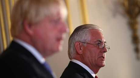 ريكس تيلرسون خلال مؤتمر صحفي عقده مع نظيره البريطاني، بوريس جونسون في لندن