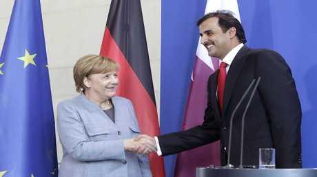 أمير قطر الشيخ تميم بن حمد آل ثاني، والمستشارة الألمانية أنغيلا ميركل