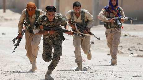 مقاتلون من وحدات حماية الشعب الكردية في سوريا