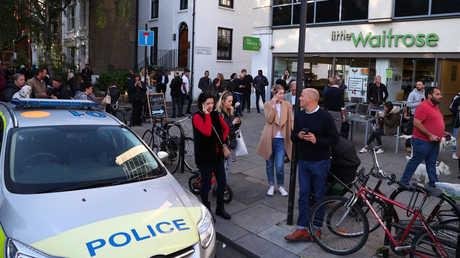 """سيارة الشرطة قرب مترو """"بارسونز غرين"""" في لندن"""