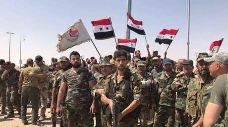 الجيش السوري والقوات الحليفة عند مدخل البانوراما في مدينة دير الزور