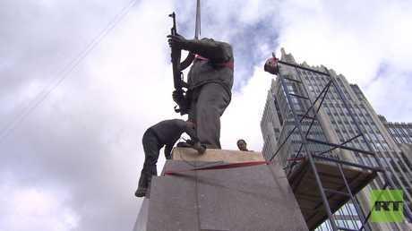 إقامة نصب تذكاري لميخائيل كلاشنيكوف وسط موسكو