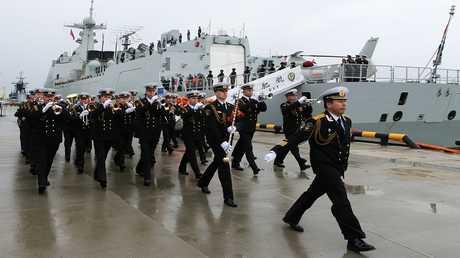 """استقبال سفينة حربية صينية مشاركة في مناورات """" التعاون البحري-2017""""."""