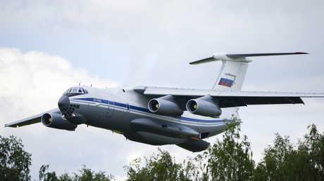 """طائرة من نوع """"إيل-76"""""""