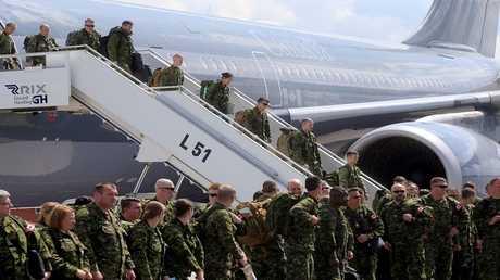 جنود الناتو في مطار ريغا