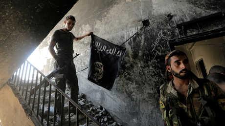 """مقاتلون لـ""""قوات سوريا الديمقراطية"""" في الرقة"""