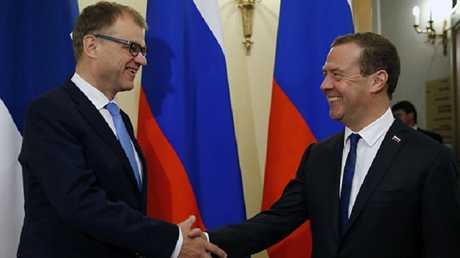 رئيس الوزراء دميتري مدفيديف مع نظيره الفنلندي جوها سيبيلي