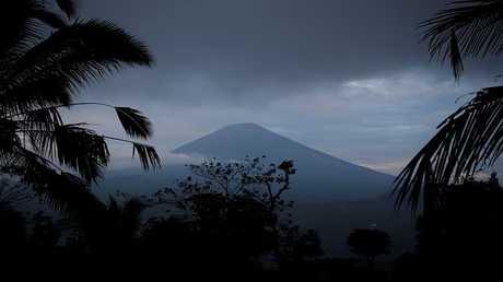 بركان جبل أغونغ