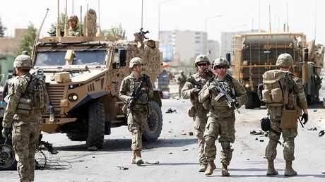 عناصر من قوات الناتو والجيش الأمريكي بالعاصمة الأفغانية كابل