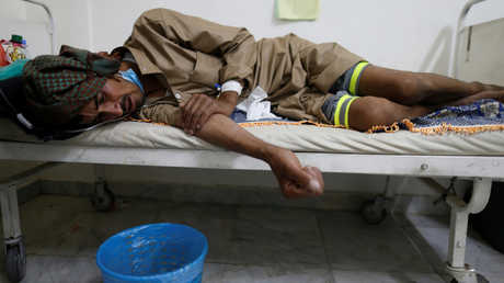أحد المصابين بمرض الكوليرا في اليمن
