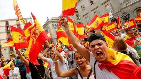 إسبانيا.. انفصاليو كاتالونيا يحتلون مراكز الاقتراع