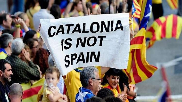 كتالونيا تتحدى حظر إسبانيا وتبدأ بالتصويت على الانفصال