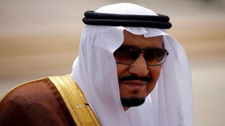 الملك سلمان يقيل عددا من المسؤولين ويعين آخرين قبل المغادرة إلى موسكو