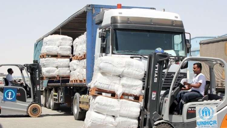 الحكومة اليمنية تعفي شاحنات الإغاثة من الرسوم الجمركية