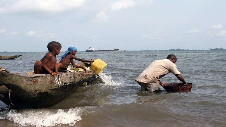 مصرع ما لا يقل عن 17 شخصا في تحطم سفينة نيجيرية