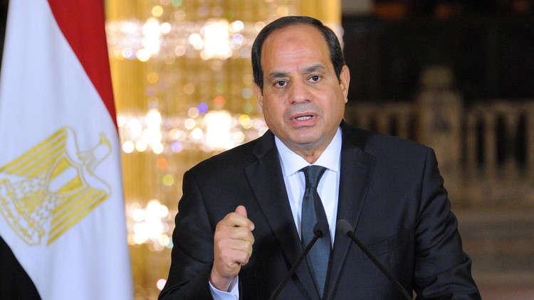 السيسي يعفو عن 717 سجينا