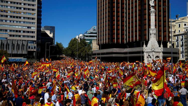 مظاهرات حاشدة في مدريد وبرشلونة تأييدا لوحدة إسبانيا