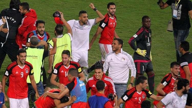 السيسي يمنح مكافآت ضخمة للاعبي منتخب مصر