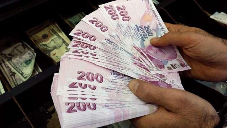 التوتر بين أنقرة وواشنطن يضغط على الليرة التركية