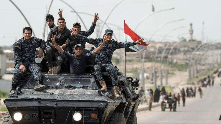 القوات العراقية تطهر الحويجة من الألغام وتقصف معسكر