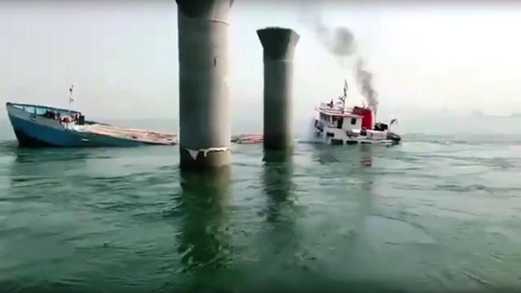 غرق باخرة إيرانية في مياه الكويت قبل وصولها إلى قطر
