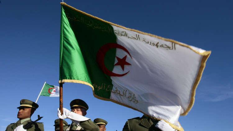 الجزائر تؤكد عزمها على بناء جيش قوي ومتطور
