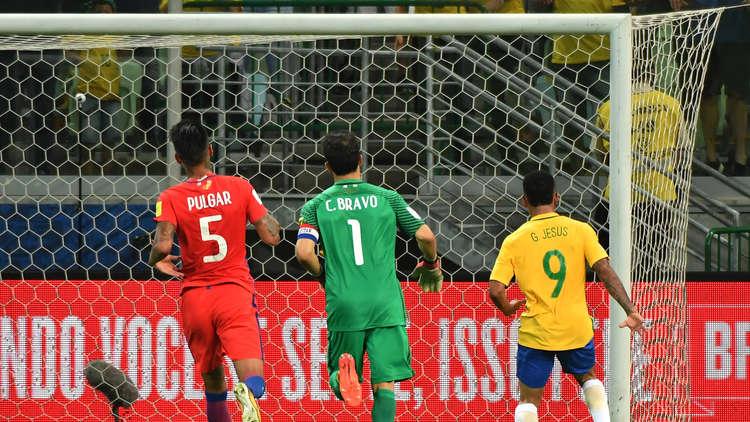 زوجة برافو: الكحول وراء إخفاق تشيلي في التأهل لكأس العالم