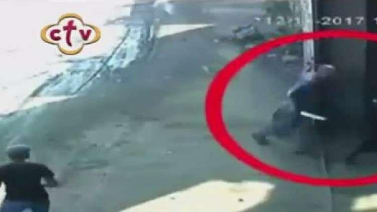 بالفيديو.. لحظة قتل كاهن مصري بسكين كبيرة