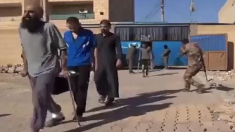 استسلام عدد من الدواعش في الرقة