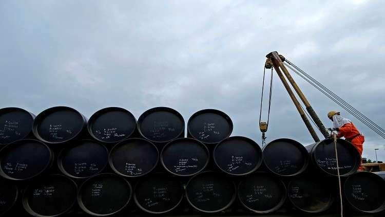 النفط يصعد في تعاملات نهاية الأسبوع
