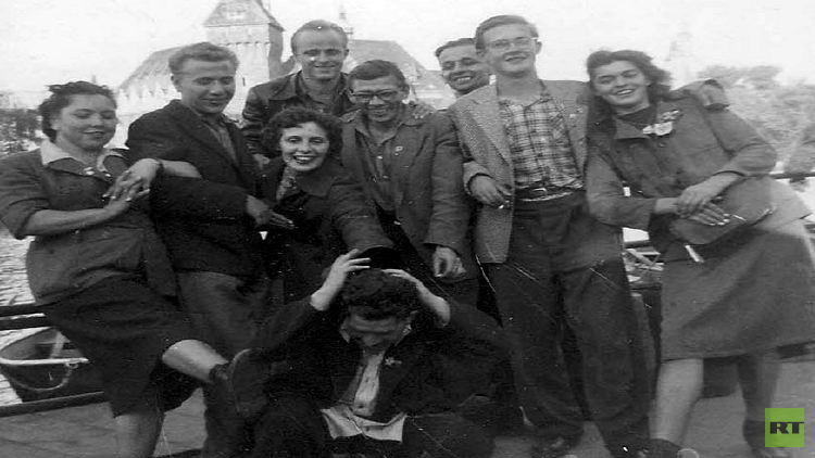 بعد 60 عاما.. قرر العودة لنفس المكان لاسترجاع ذكريات شبابه برفقة العائلة