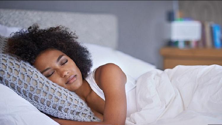 كيف تتحكم بأحلامك أثناء النوم؟